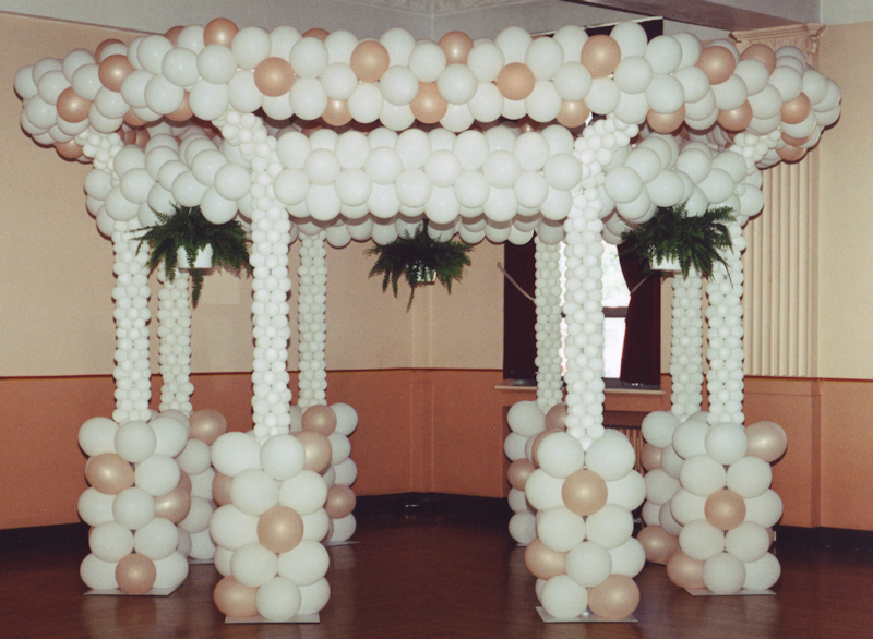 Balloon dance floor ideas on pinterest balloon balloon for Ballon wedding decoration